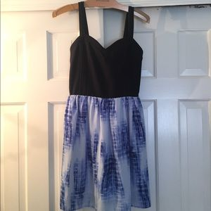 Sleeveless blue tie dye dress